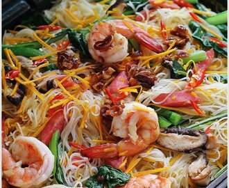 Braised Bee Hoon With Pumpkin & Prawns