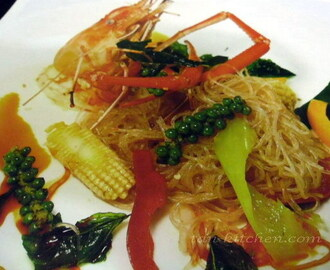 Stir Fried Spicy Vermicelli with Prawn (Woon-Sen Pad Khee-Mao Koong)