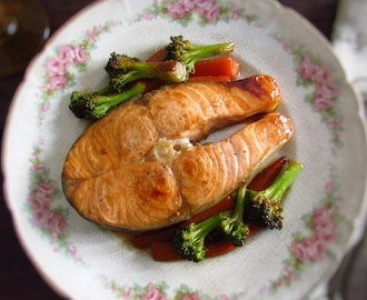 Sautéed salmon with vegetables | Food From Portugal