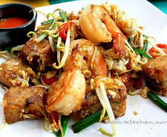 Pad Kha-Nom Pak Kard Goong (Stir-Fried Radish Cake with Shrimp)