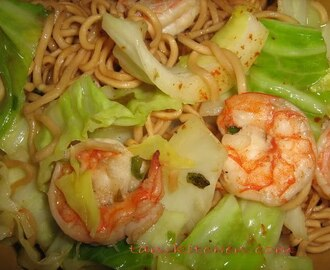 Stir Fried Spicy Instant Noodles with Shrimps(Mama pad kee mao Goongs)