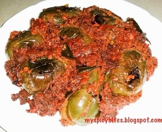 Gutti Vankaya Kura (Stuffed Brinjal Curry)