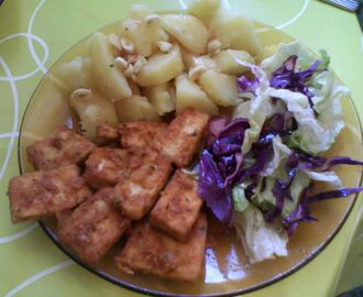 Tofu crocante com batatas cozidas com alho// Crispy tofu with boiled potatoes with garlic