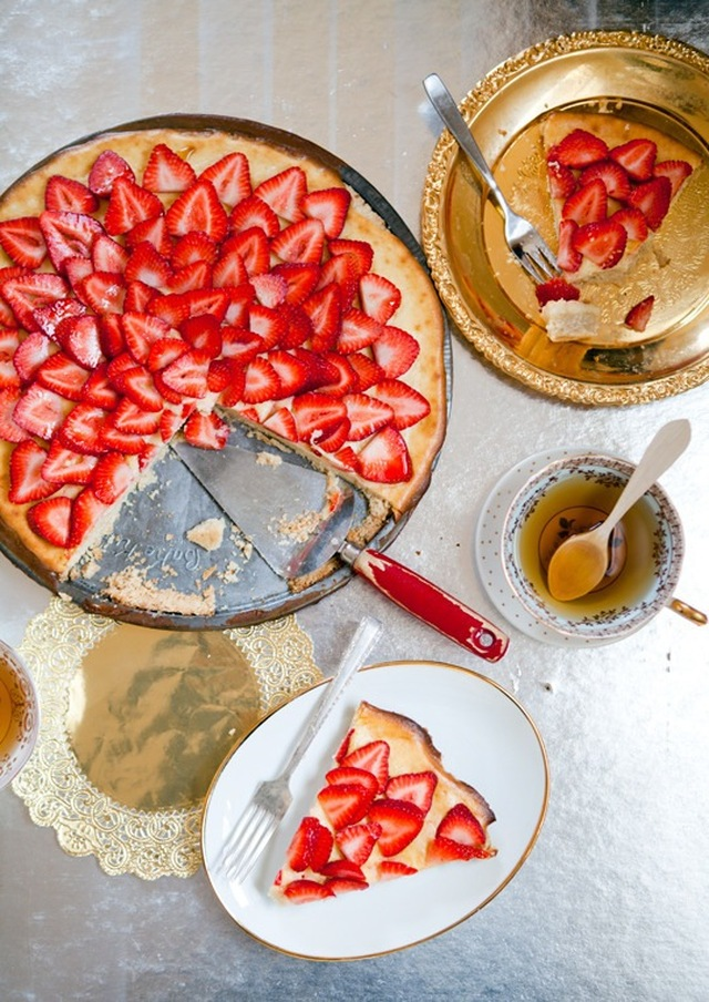 Strawberry Dessert Pizza