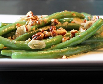 Green Beans with Garlic and Pecans