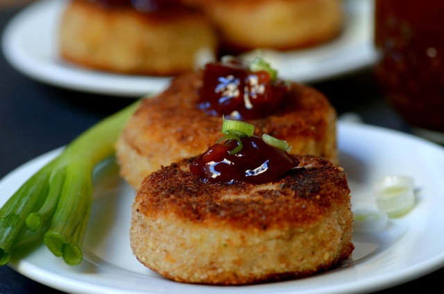 potato pockets with sweet and hot cranberry ginger chutney