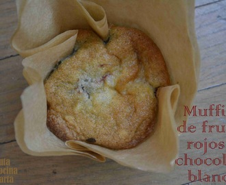 Muffins especiales de frutos rojos y chocolate blanco