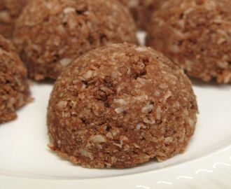 Raw chocolate coconut macaroons