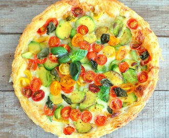 Tarte mozzarella, avocats, tomates cerises (Avocados, cherry tomatoes and mozzarella tart)