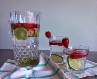 Água fresca: lima e morangos/ Flavored water: lime and strawberry