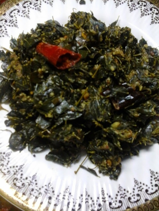 Murungai Keerai Porial / Nugge Soppina Palya - Drumstick Leaves Curry