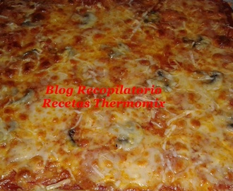 Pizza de pepperoni y champiñones al estilo Telepizza, Pizza Hut o Domino´s Pizza en thermomix