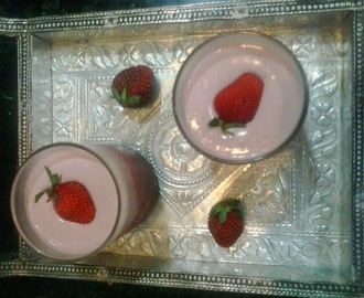 Eggless strawberry mousse recipe, quick strawberry mousse recipe