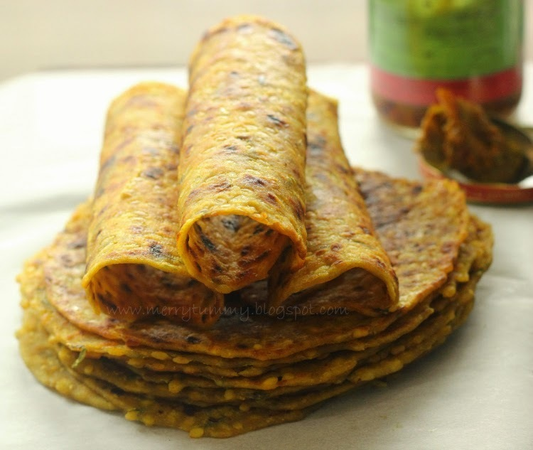Moong Ki Daal Ka Paratha/Thepla :Split Yellow Gram Indian Flat Bread: Healthy Paratha Recipe