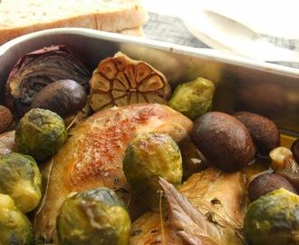 Galinha-d'angola no forno com cogumelos marron e couves-de-bruxelas / Roasted guinea fowl with cremini mushrooms and Brussels sprouts