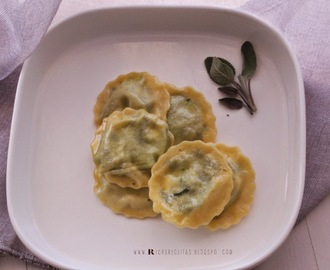 Raviolis de ricota e espinafres com molho de manteiga e salva | Ricotta and spinach ravioli with butter and sage dressing