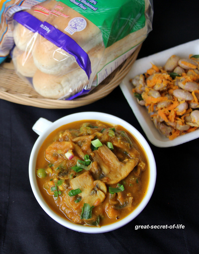 Mushroom Pav Bhaji Recipe - Vegetable curry recipe - Vegetable Gravy Recipe - Famous Indian Street food
