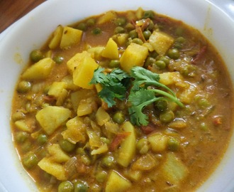 ALOO MUTTER /POTATO AND PEAS CURRY