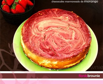 Cheesecake marmoreado de morango