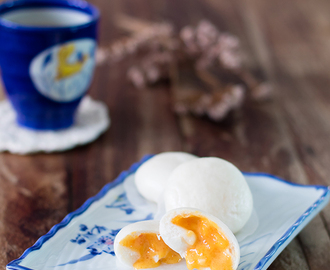 Runny Custard Buns: Salted egg yolk custard buns