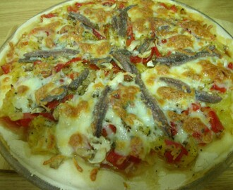 PIZZA DE VERDURA CON ANCHOAS