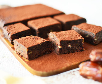 Ωμά, νηστίσιμα brownies με 3 μόνο υλικά – Raw, Vegeterian, Date brownies (3 ingredients) by Gabriel Nikolaidis and the Cool Artisan!