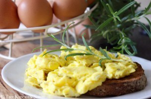 Clean Eating Rosemary & Sea Salt Scrambled Eggs (Lowells Eggs)