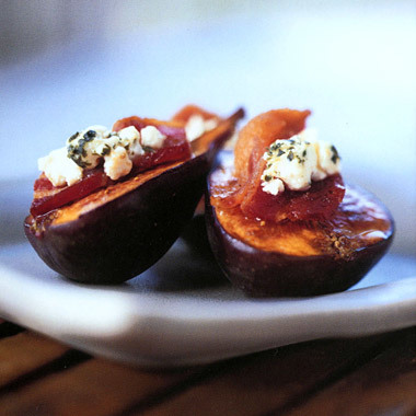 Fresh Figs with Bacon and Goat Cheese