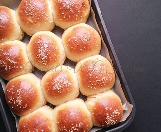 Homemade Hamburger Buns without Egg