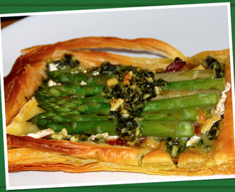 Pesto, sun dried tomatoes, asparagus and cheese tarts / Tartes de pesto, tomate seco, espargos e queijo!