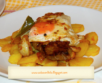 Sirloin steak topped with fried egg / Bife da vazia com ovo a cavalo!