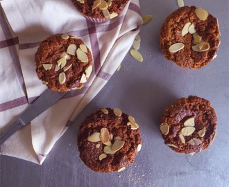 Muffins integrais de amêndoa/ Whole wheat almonds muffins