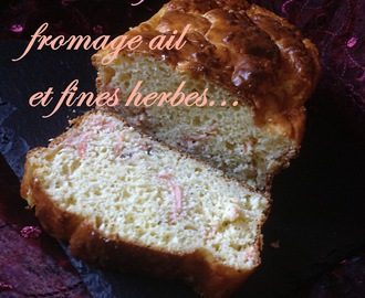 Cake salé au saumon fumé et fromage ail et fines herbes.recette facile et rapide de cake saléSavory cake with smoked salmon and cheese garlic and fine herbes.recette quick and easy savory cake. .