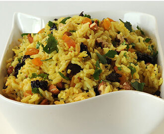 Arroz al Curry con Frutos Secos y Cilantro