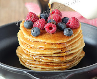 Panquecas de requeijão com frutos silvestres/Farmer's cheese pancakes with berries