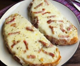 Pan de ajo con queso y bacon