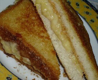 TOSTA DE BANANA E MANTEIGA DE AMENDOIM OU SANDWICH DO REI DO ROCK 'N' ROLL
