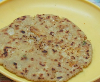 Mooli Ka paratha (Radish stuffed Pan Fried Indian Bread)