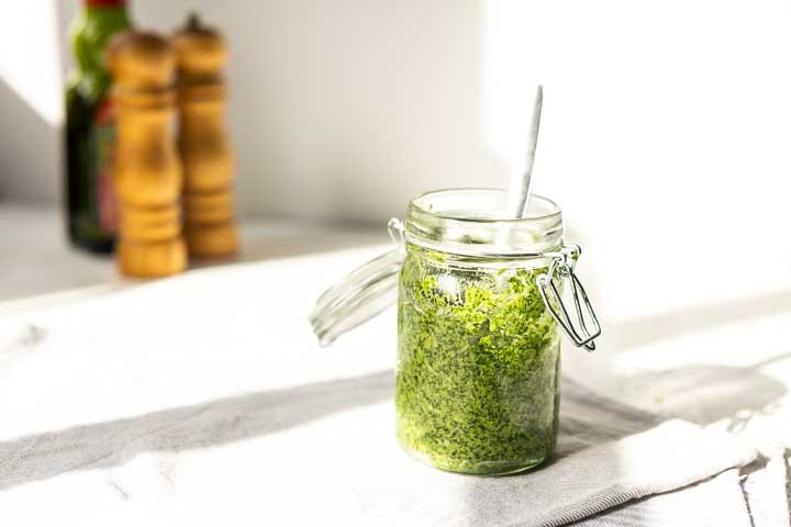 Vegan arugula pesto