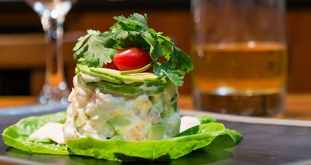 Classic Prawn and avocado salad or Avocado Ritz