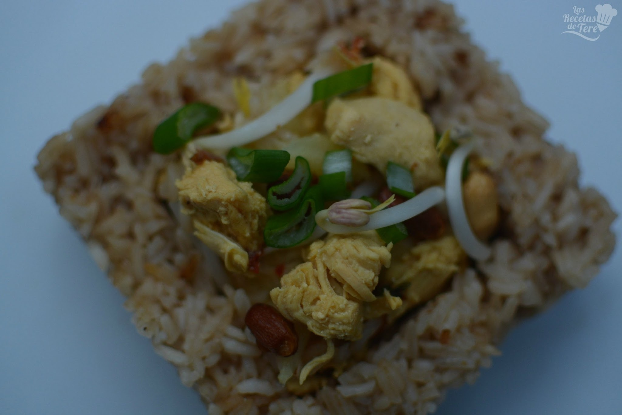 Arroz thai con pollo.