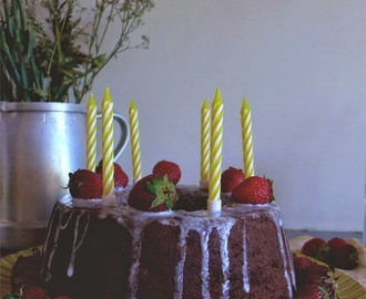 Bolo fofo de chocolate e morango/ Chocolate and strawberry soft cake