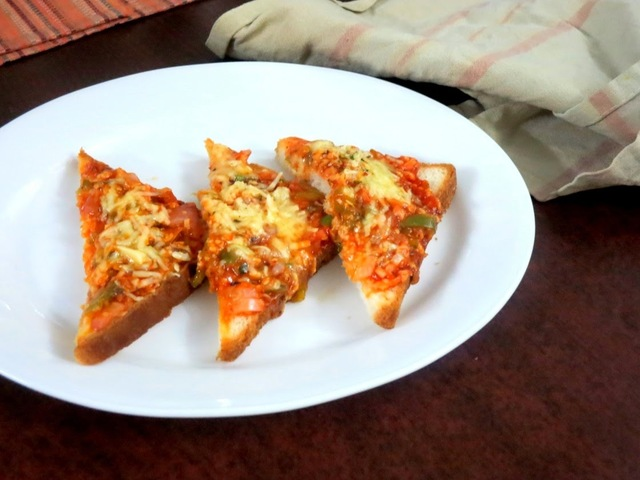 Open Sandwich with Minced Onions, Capsicum ~ Easy Tiffin for Kids