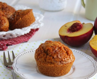 Muffins integrais de Pêssego . Whole wheat peach muffins