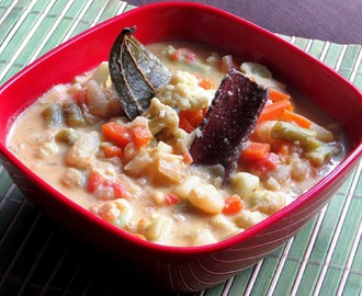 Tri colour gravy - Easy mixed vegetable kurma using readymade coconut milk