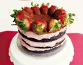 Chocolate Covered Strawberry Layer Cake (Tarta de Fresa cubierta de Chocolate): ¡Felices 17 Primaveras, mi Sergiño del alma!