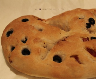 Fougasse com chouriço, tomilho e azeitonas  | Fougasse with chorizo​​, thyme and olives