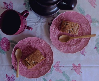 Blondies com compota de morango/ Blondies with strawberry jam