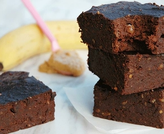 This healthy vegan brownie is made with only 3 ingredients/Denne sunne vegansk browniesen lager du med kun 3 ingredienser 1-2-3