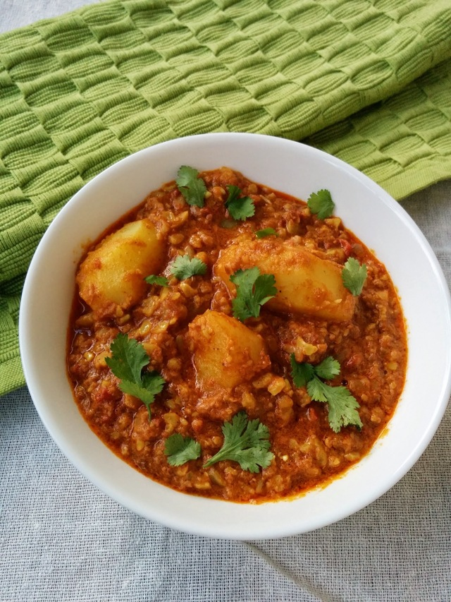 Recipe of Dum Aloo in Cooker | How to Make Baby Potatoes in Crunchy Peanut Curry
